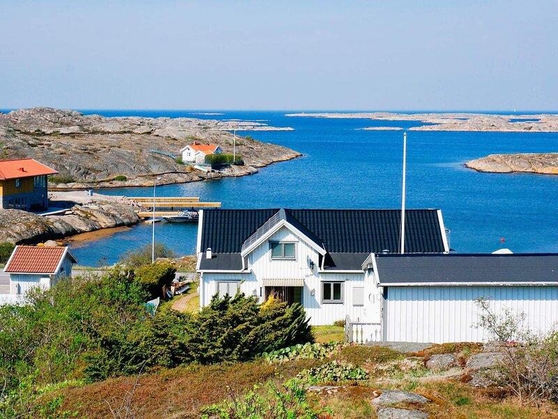 2 person holiday home in VÄJERN – semesterbostad i Fjällbacka