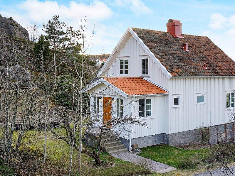 8 person holiday home in Bovallstrand – semesterbostad i Fjällbacka