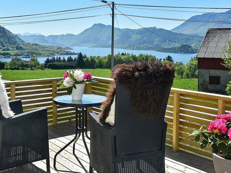 4 person holiday home in Brattvåg, casa vacanza a Møre og Romsdal