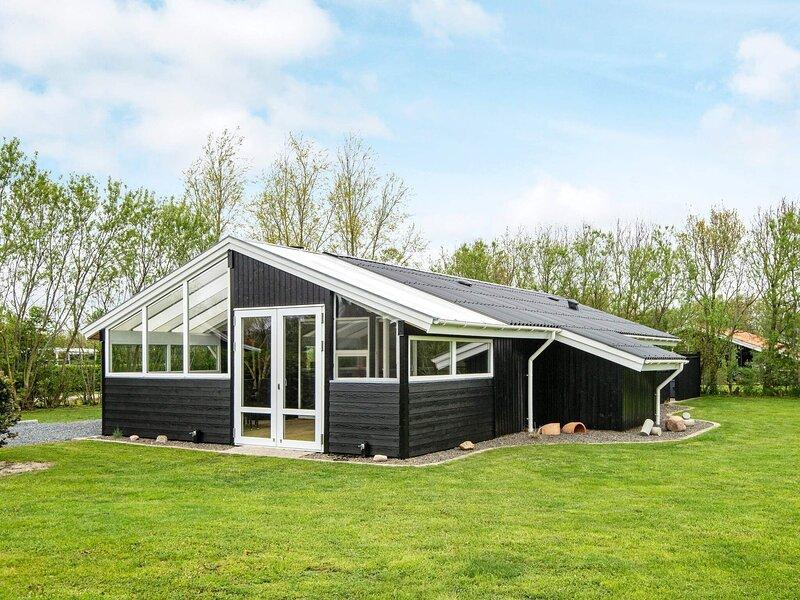 6 person holiday home in Hemmet, location de vacances à Bork Havn