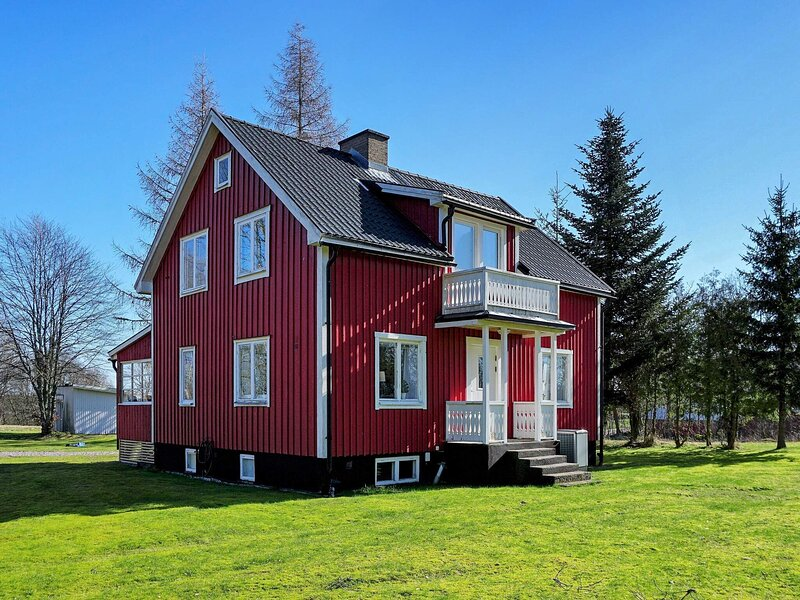 7 person holiday home in LJUNG, holiday rental in Hokerum