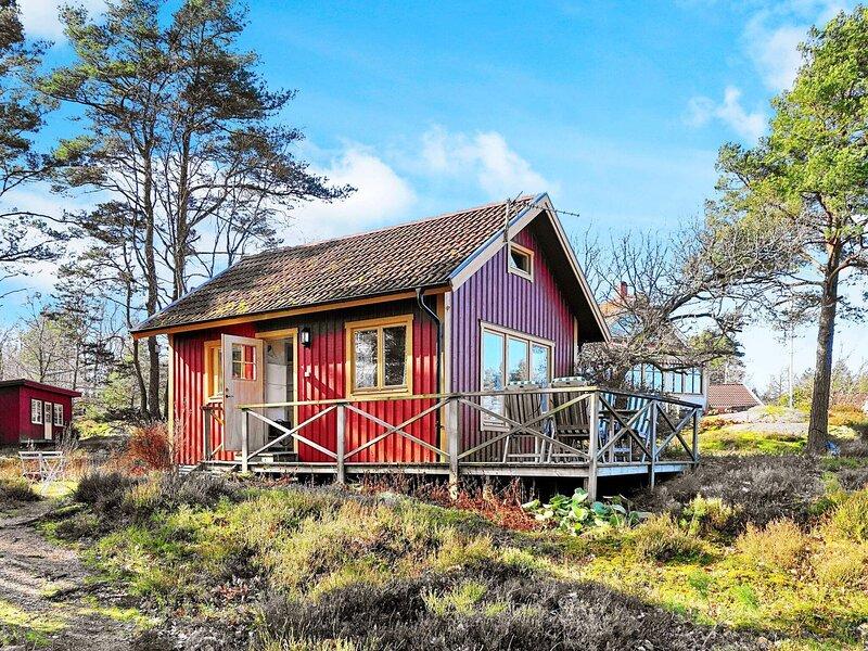 4 person holiday home in ELLÖS – semesterbostad i Fiskebäckskil