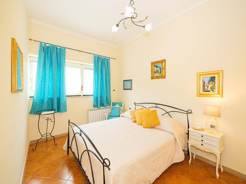 CATELU - central apartment opposite the Bay of Naples, location de vacances à Sorrente