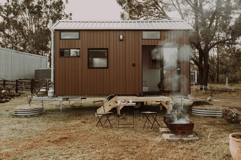 Odyssean Tiny House, holiday rental in Quorrobolong