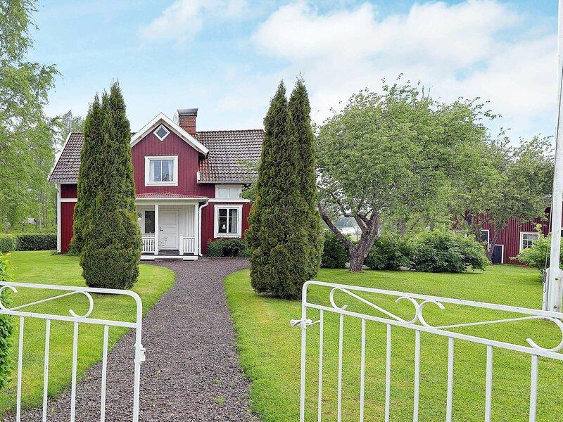 4 star holiday home in GULLSPåNG – semesterbostad i Degerfors