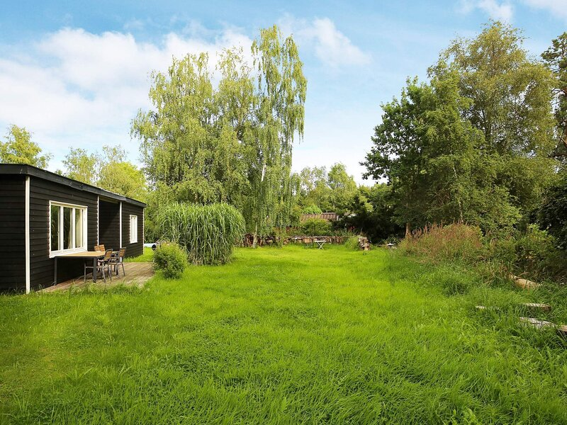 Lovely Holiday Home in Jaegerspris Denmark with Fireplace, holiday rental in Hundested