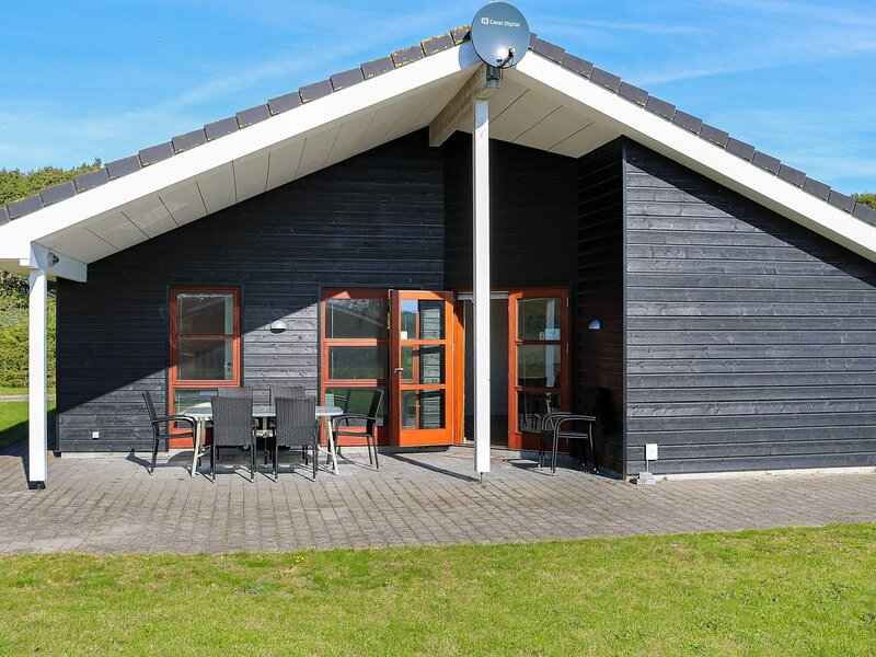 Spacious Holiday Home in Storvorde Jutland with Sauna, holiday rental in Gistrup