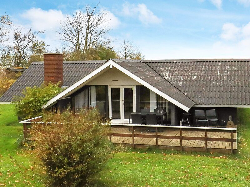 Cozy Holiday Home in Roslev Denmark with Terrace, holiday rental in Nykobing Mors