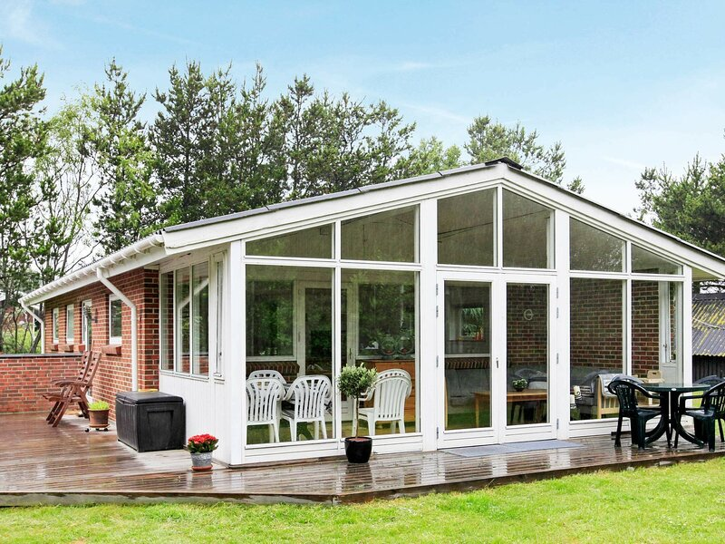Modern Holiday Home in Jerup Denmark with Garden, holiday rental in Napstjaert