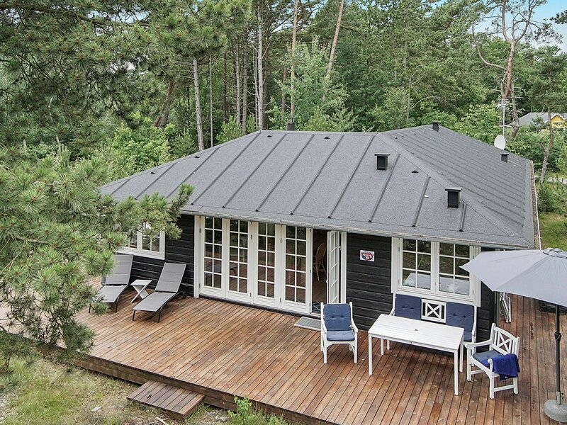 Comfortable Holiday Home in Nexo Denmark with Spa, holiday rental in Balka