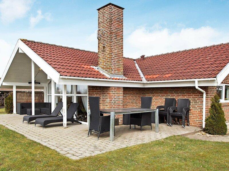 Modern Holiday Home in Hemmet Denmark with Spa, location de vacances à Bork Havn