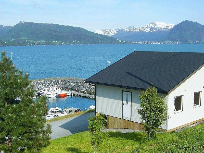 4 person holiday home in Lauvstad, alquiler vacacional en Hakallestranda