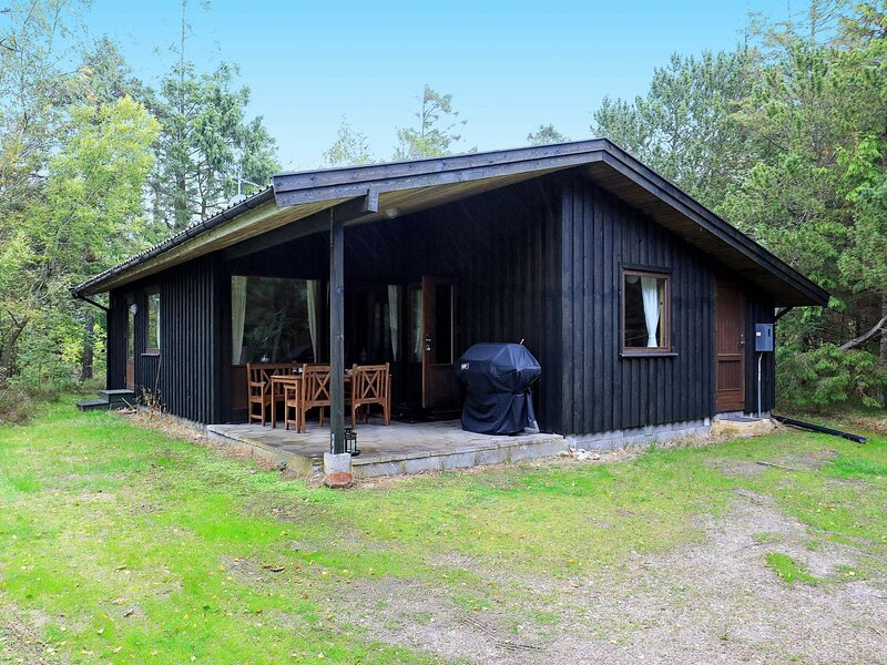 Cozy Holiday Home in Laeso Denmark with Terrace, holiday rental in Laesoe Island