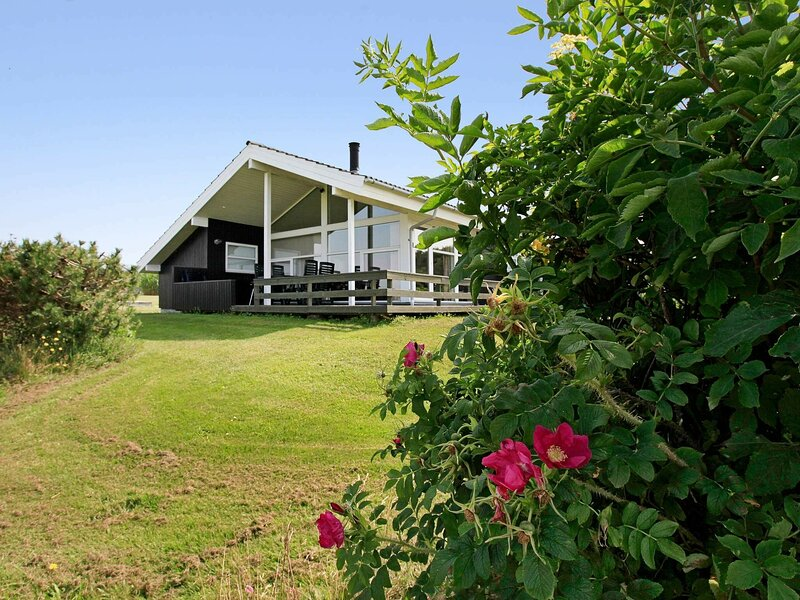 Spacious Holiday Home in Millinge with Whirlpool, holiday rental in Millinge
