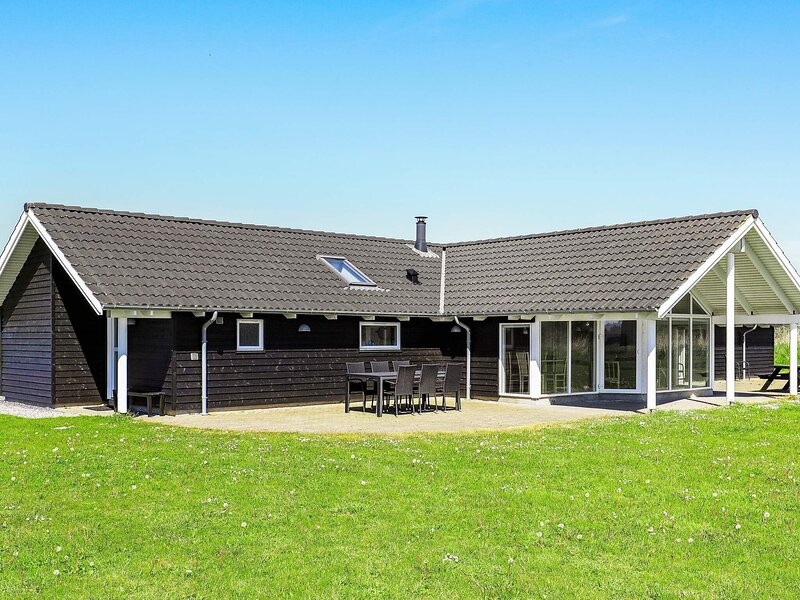 Pretty Holiday Home in Lokken with Swimming Pool, casa vacanza a Rubjerg