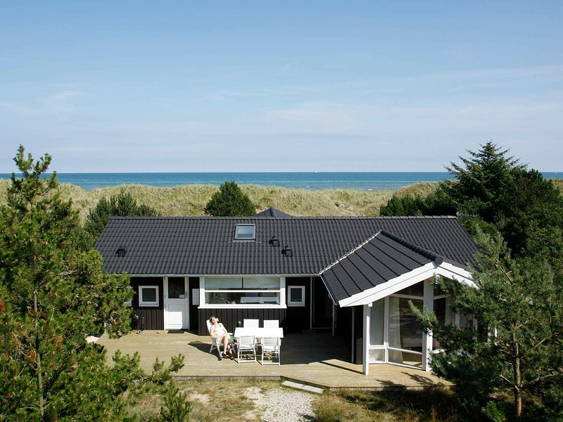 Lovely Holiday Home in Jerup with Barbecue, holiday rental in Napstjaert