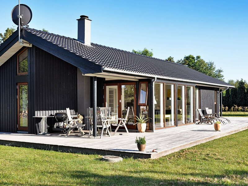 Large Holiday Home in Lolland Denmark With Sauna, casa vacanza a Nakskov