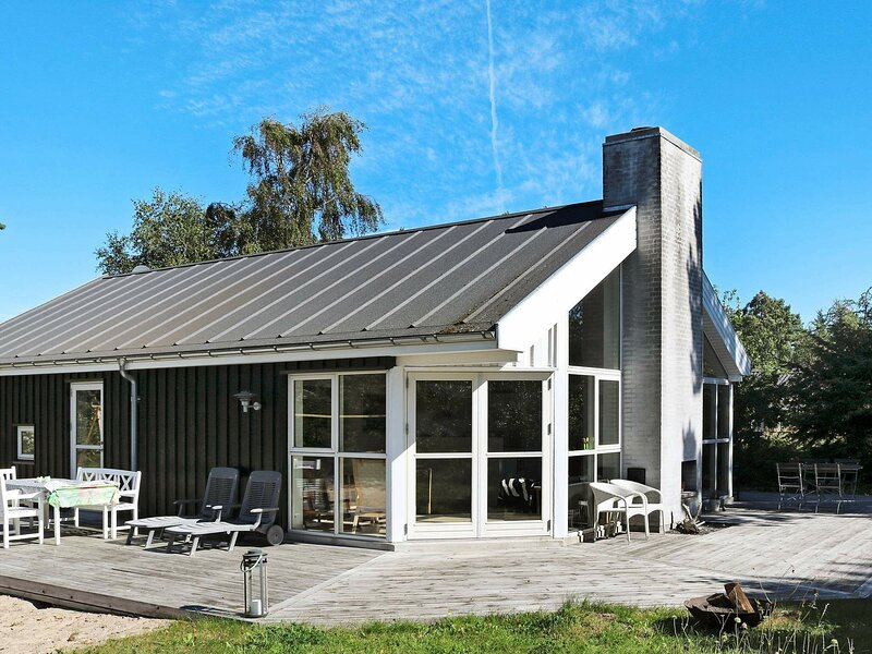Pretty Holiday Home in Hadsund with Terrace, casa vacanza a Mariagerfjord Municipality