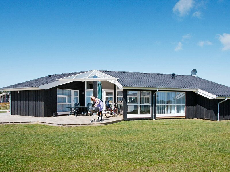 Ideal Holiday Home in Rudkøbing Denmark with Whirlpool, location de vacances à Tranekaer