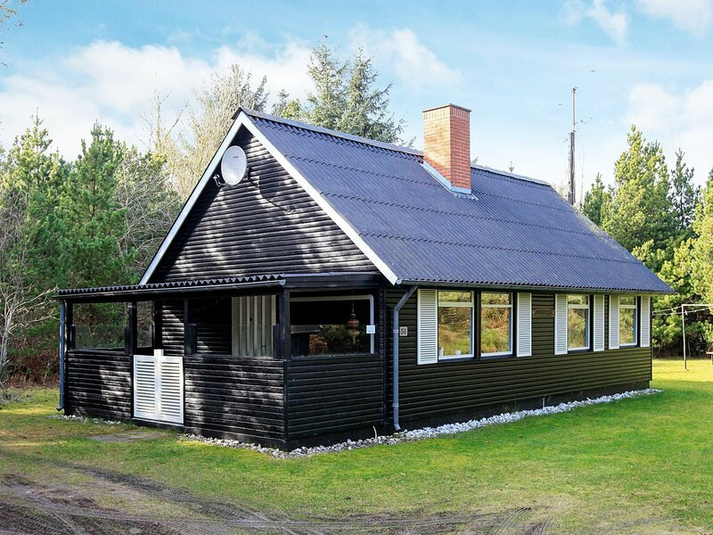 Graceful Holiday Home in Blåvand with Terrace, casa vacanza a Esbjerg