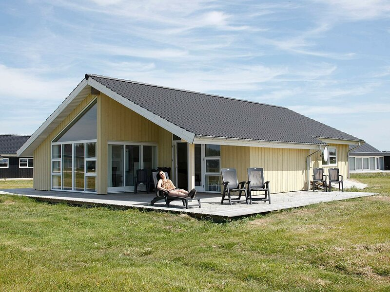 Spacious Holiday Home in Brovst with Sauna, holiday rental in Jammerbugt Municipality