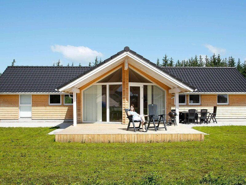 Spacious Holiday Home in Brovst Denmark with Sauna, alquiler vacacional en Fjerritslev