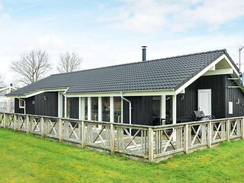 Splendid Holiday Home in Storvorde with Sauna, location de vacances à Hals