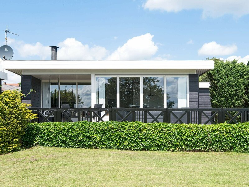 Comfortable Holiday Home in Børkop with Terrace, holiday rental in Egeskov