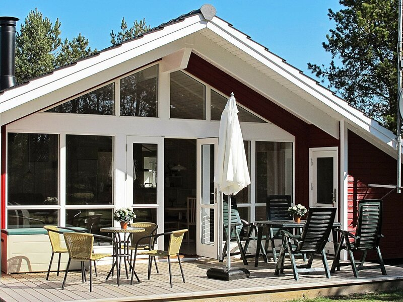 Adorable Holiday Home in Sæby with Terrace, holiday rental in Asaa