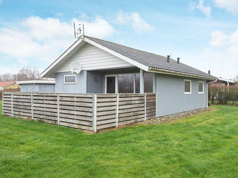 Simplistic Holiday Home in Hemmet with Terrace, location de vacances à Bork Havn