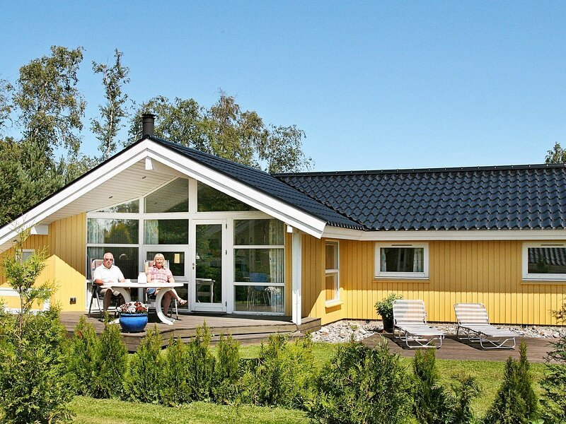 Stylish Holiday Home with Indoor Whirlpool at Væggerløse, holiday rental in Gedser