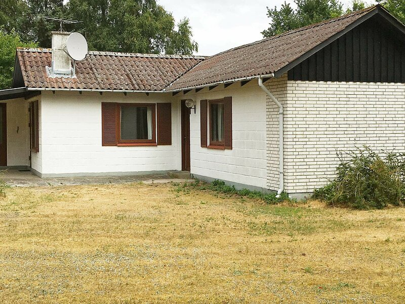 Enchanting Holiday Home in Rødby with Roofed Terrace, holiday rental in Maribo