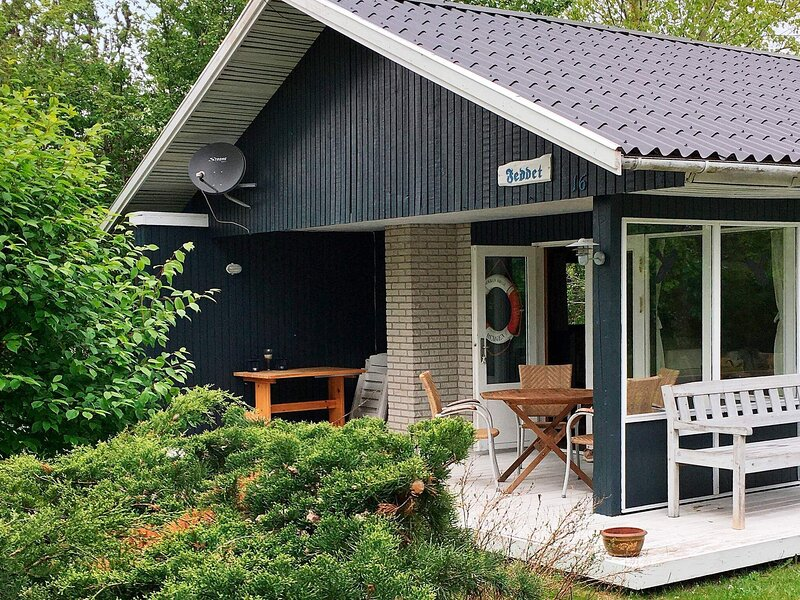 Elegant Holiday Home in Dannemare with Terrace, casa vacanza a Nakskov