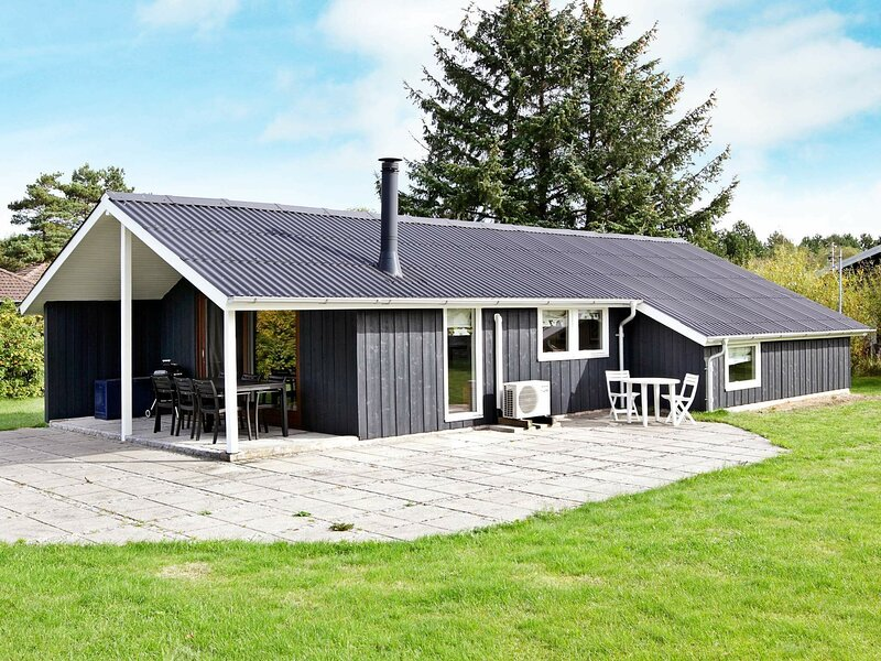 Charming Holiday Home in Rødby near Sea, holiday rental in Maribo