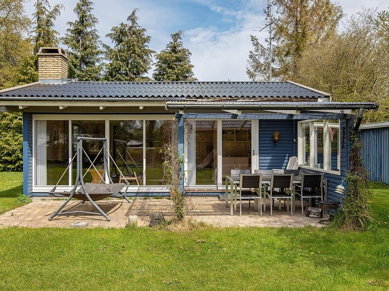 Adorable Holiday Home in Væggerløse with Barbecue, holiday rental in Gedser