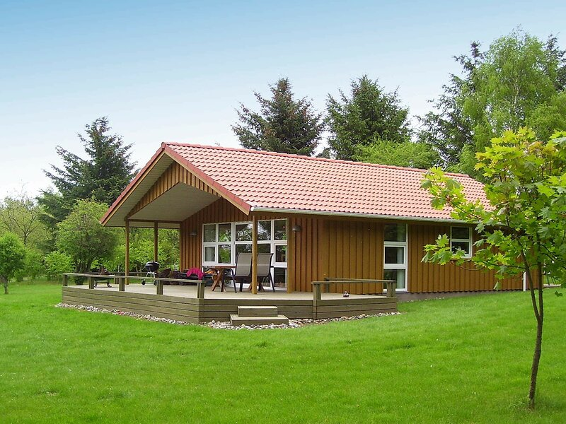 Stylish Holiday Home in Roslev Denmark with Roofed Terrace, holiday rental in Skive