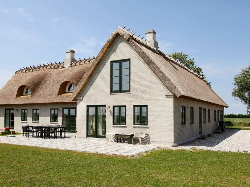 Luxurious Holiday Home in Idestrup with Terrace, alquiler vacacional en Falster