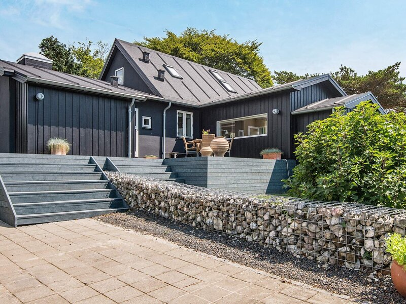 Fabulous Holiday Home in Bjert with Indoor Whirlpool, holiday rental in Vejen