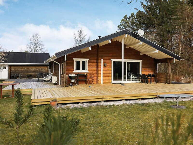 Warm Holiday Home in Jutland with Terrace, holiday rental in Asaa