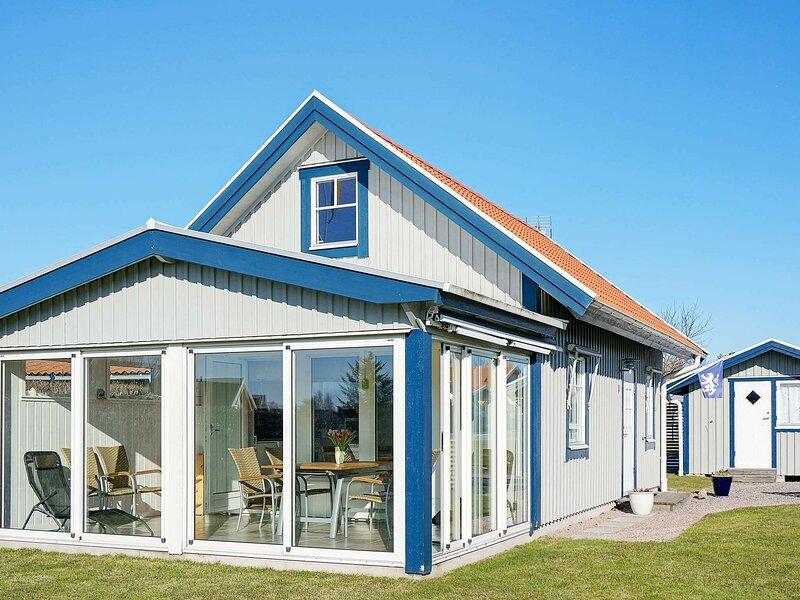 6 person holiday home in Halmstad – semesterbostad i Torekov