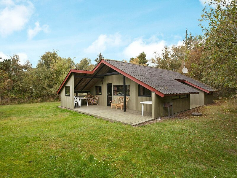 Vintage Holiday Home in Rødby with Terrace, holiday rental in Maribo