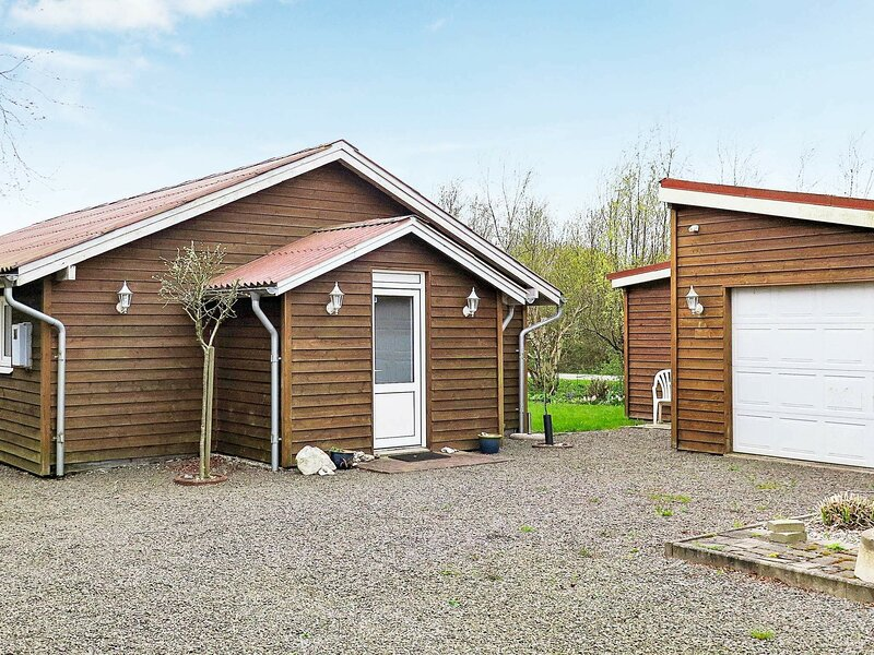 Pleasant Holiday Home in Struer with Barbecue, holiday rental in Vinderup