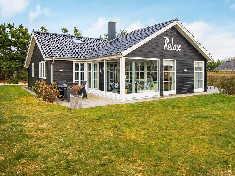 Fantastic Holiday Home in Jutland with Whirlpool, holiday rental in Give