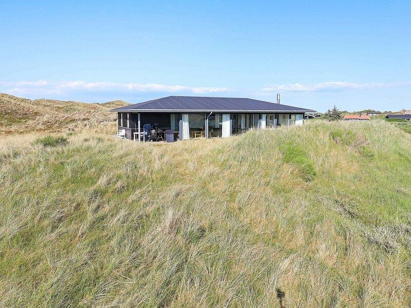 Luxurious Holiday Home in Hvide Sande with Whirlpool, alquiler vacacional en Skodbjerge
