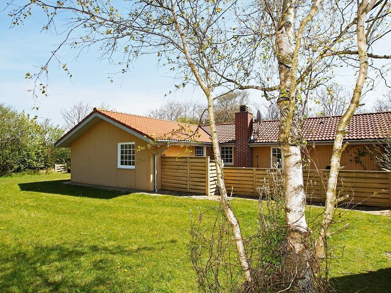 Attractive Holiday Home in Hemmet with Whirlpool, location de vacances à Bork Havn