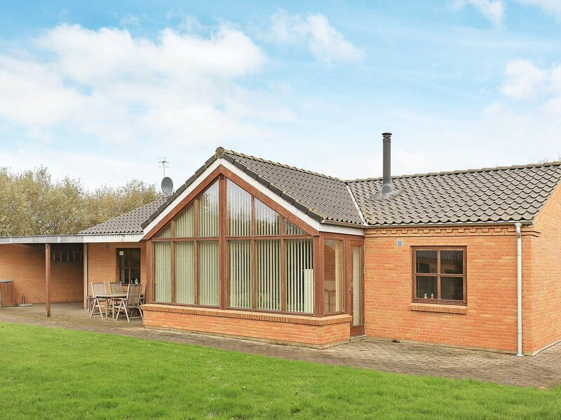 Gorgeous Holiday Home in Vestervig with Sauna, holiday rental in Hurup