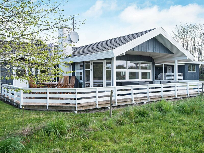 Lovely Holiday Home in Børkop with Whirlpool, holiday rental in Egeskov