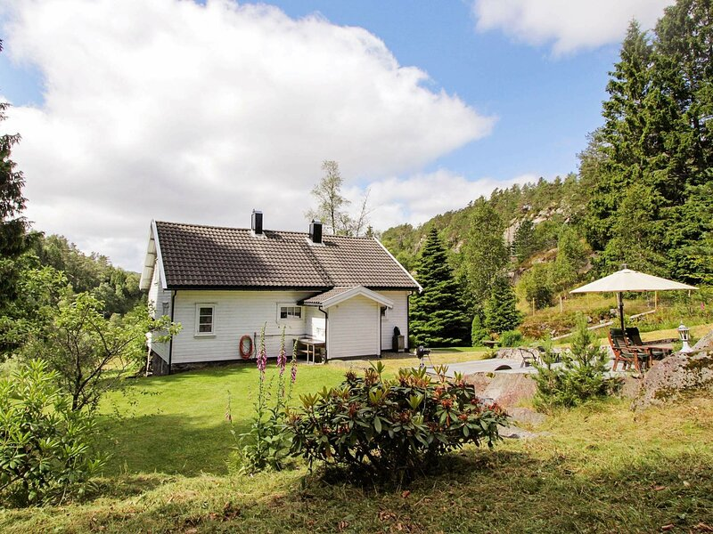 8 person holiday home in Kvås, holiday rental in Lyngdal Municipality