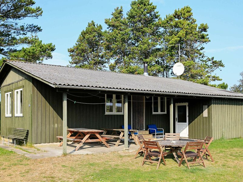 Vintage Holiday Home near Jerup with Terrace, vacation rental in Bratten