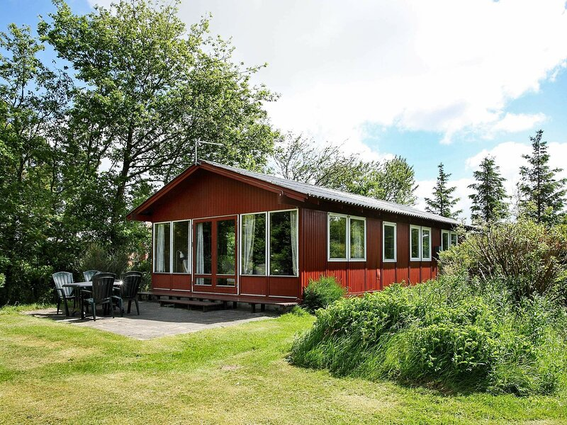 Charming Holiday Home in Spøttrup with Limfjorden view, holiday rental in Nykobing Mors